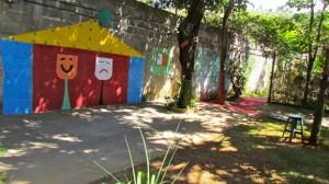 Área logo na entrada atual, pela Rua José Gonçalves Neves. Opção para construção de uma nova sala para secretaria, deixando a biblioteca na sala atual.