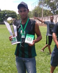 Lu Silva, treinador do ECC e vencedor do título de melhor treinador do campeonato.